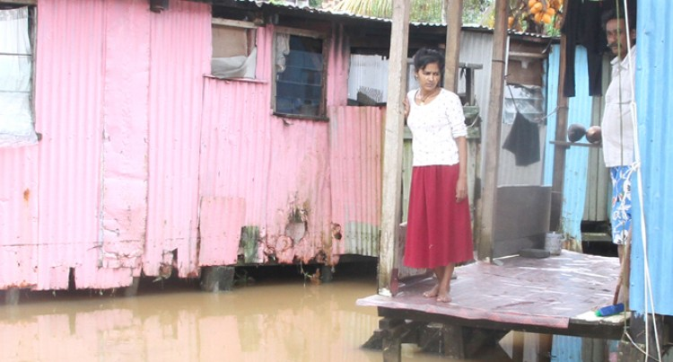 Flood-Hit Residents Stay Put, Fear Burglaries
