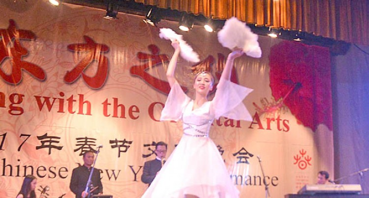Chinese Dance Group Attracts Many