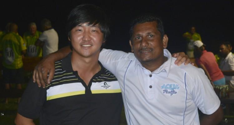 Lee Shares Lead In Bangkok