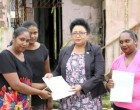 Bhatnagar presents cheques to fire victims