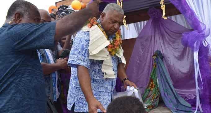 Vuna District Backs Government