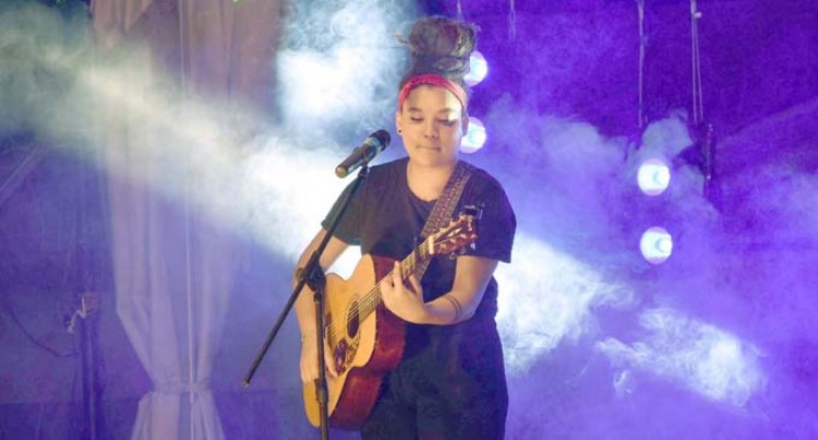 Julia Zahra's Voice  Overwhelms Audience