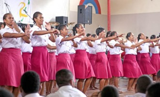 700 Students Attend Christian Meeting