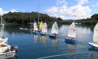Club conducts sailing classes