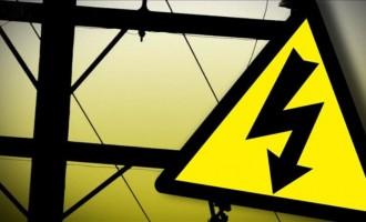 Fallen Powerline , Motorists Take Precautions