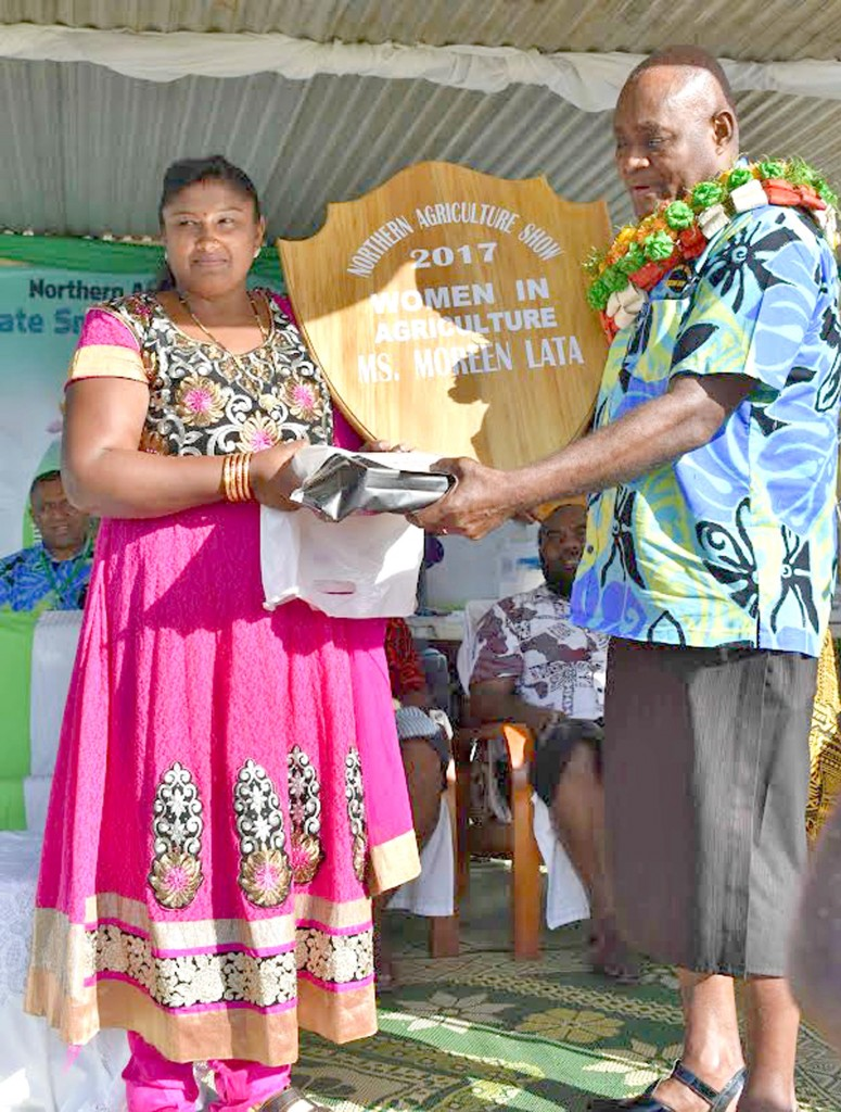 Women in Agriculture award getter for 2017 Moreen Lata (left) with the Divisional Planning Officer North. Photo: Josaia Ralago