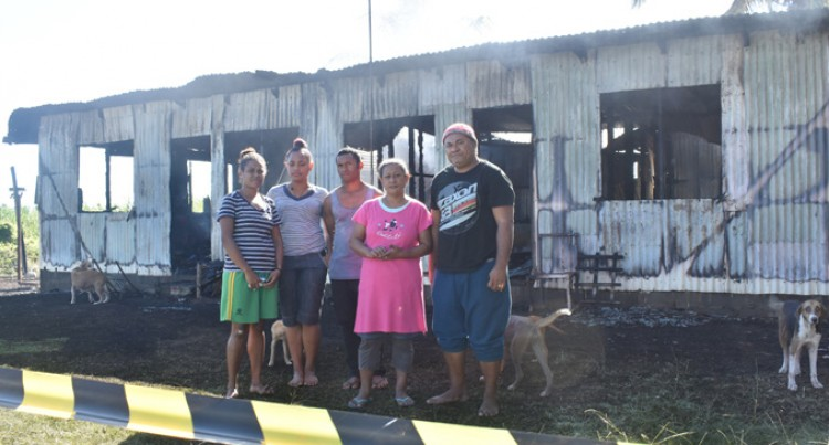 Passing Driver Saves Family From Fire