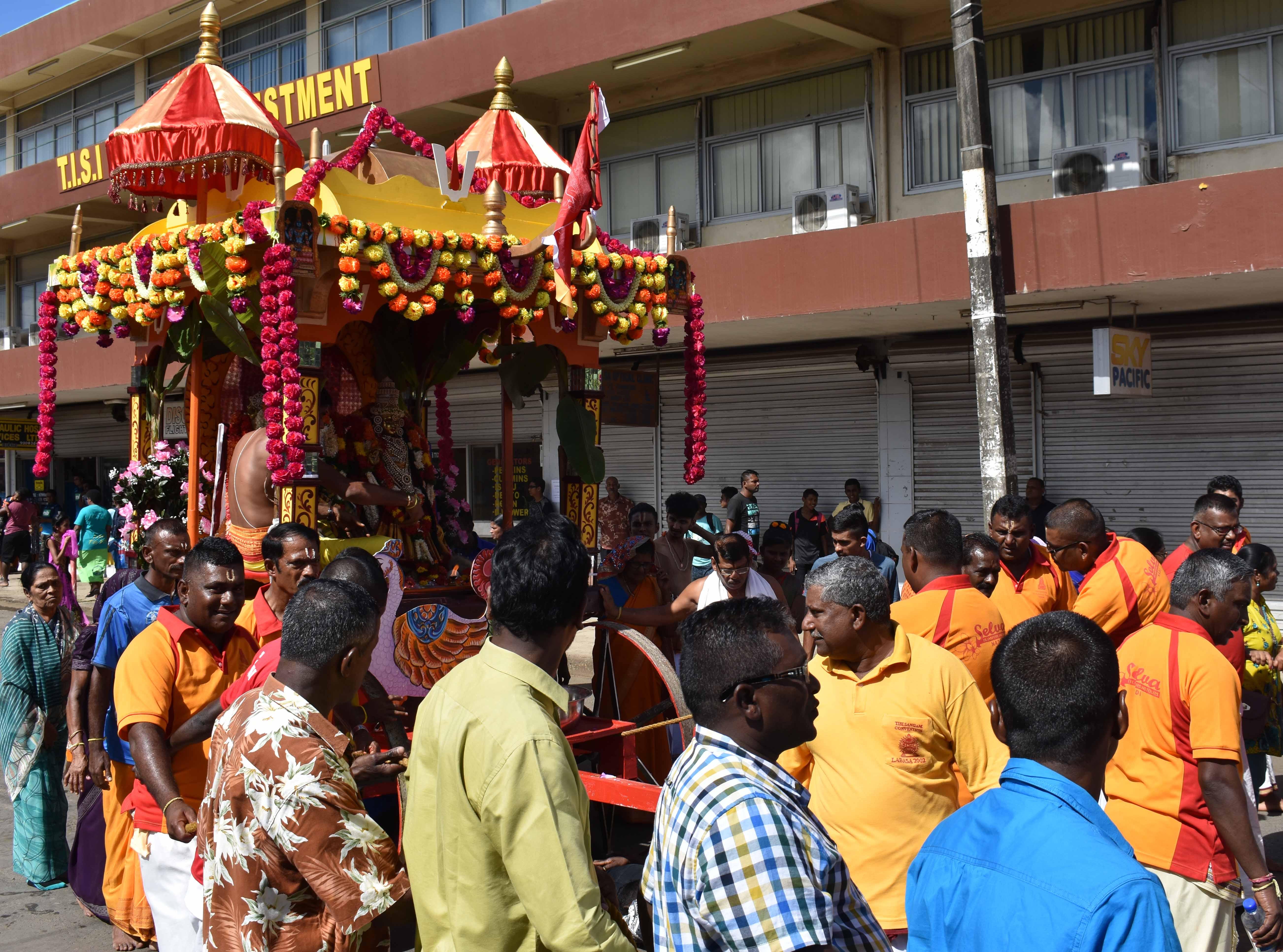 Hindu devotees gathered on Labasa street during the raath yatra on June 3, 2017. Photo:SHRATIKA NAIDU