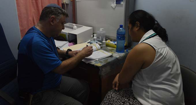 Special Sergent ENT Dr Michell Gorden teaching a CWM doctor on how to conduct ear-surgery. Photo. Lusiana Tuimaisala