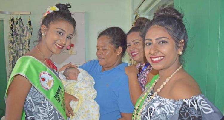 Queens' visit resolves mother's predicament