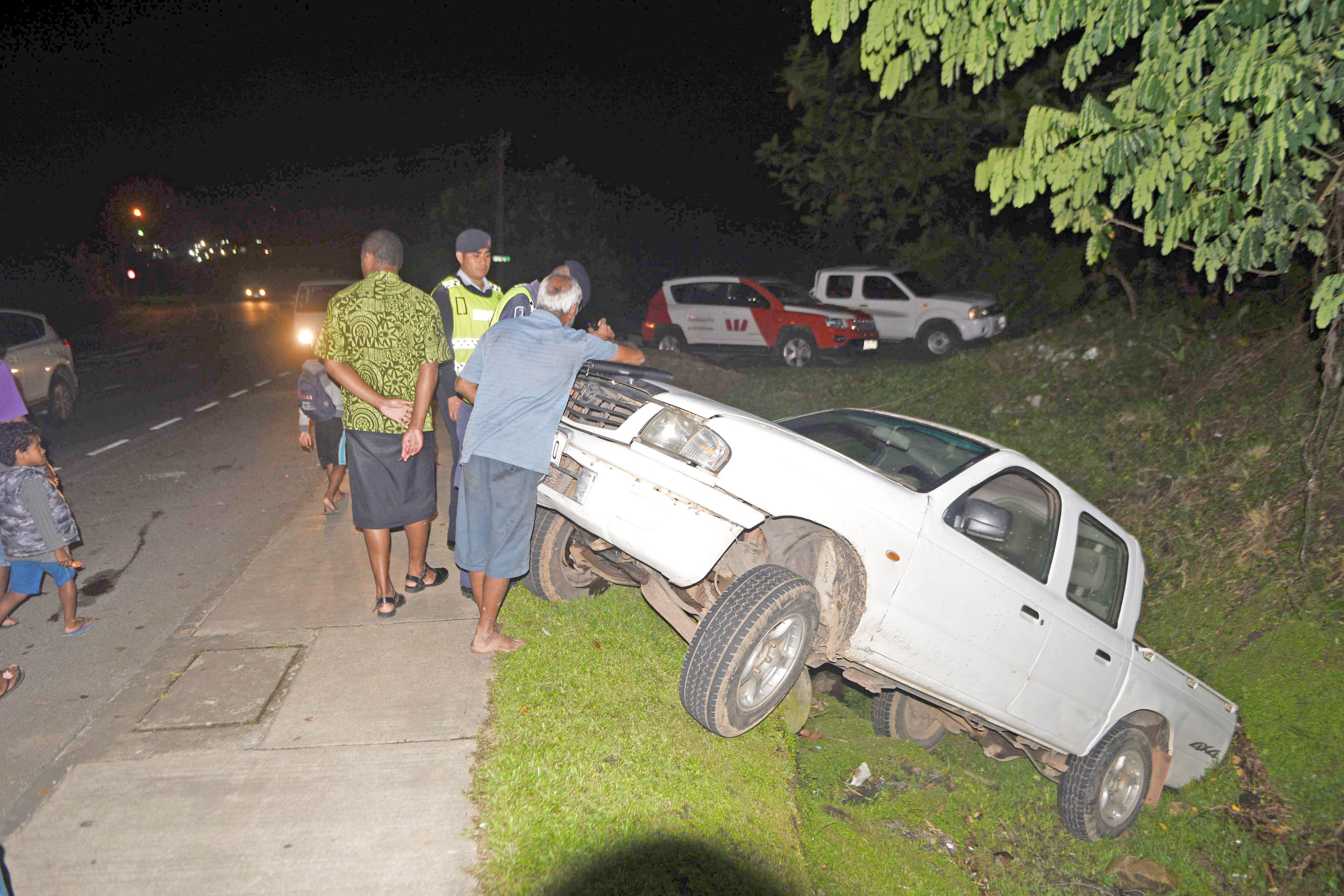 Minor accident: White pick up truck ended in a ditch at Reservoir Rd when its brakes are said to have failed on September 3, 2017. Photo: Jone Luvenitoga