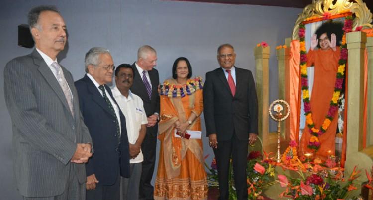Akbar Commends Sathya Sai Work