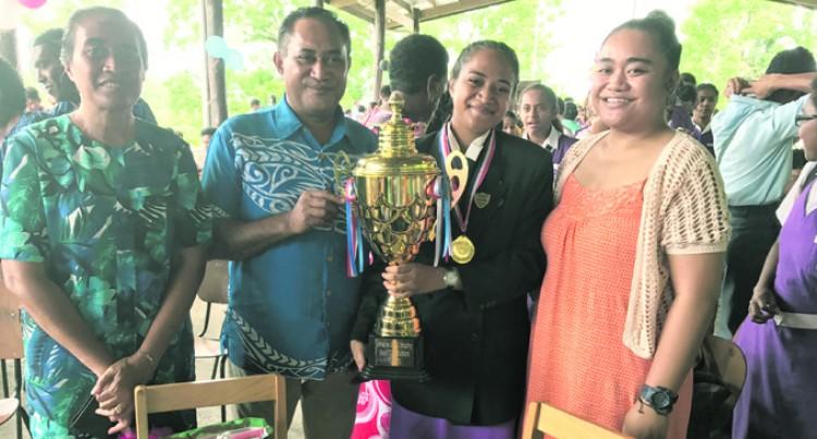 Luisa dedicates award to grandpa
