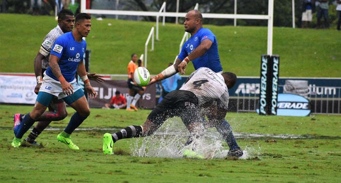 Big Samoan prop Fa'alemiga Selesele delivers a pass against Fiji Airways Fijian 7s team in the Cup semi-final at the ANZ Stadium, Suva on November 11, 2017. Photo: Vilimoni Vaganalau