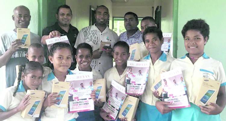Lavena school receives $2500 mEducation package