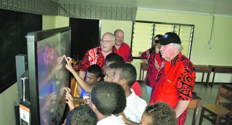 Nawaka School Receives Latest Teaching Screens