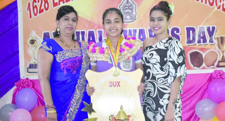 Shreya scoops dux, aspires to be a structural engineer