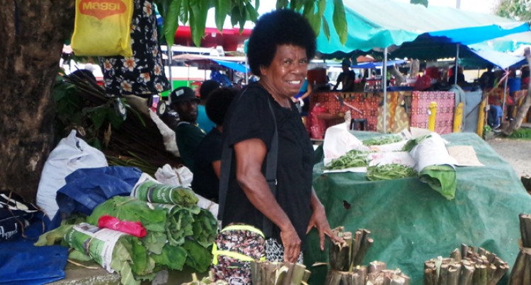 Woman Sells Dalo For Christmas Reunion
