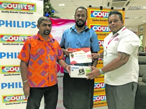 From left: Courts retail manager Benjamin Mohammed, Fiji Sun's Letter of the Week winner during the month of August Jonas Bradburgh, and Fiji Sun marketing manager Rajiv Raj at the Courts branch at Rodwell Road, Suva on December 1, 2017.  Photo: Ashna Kumar.