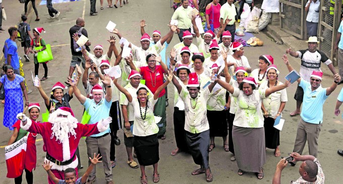 Outrigger brings Christmas joy to patients, vendors