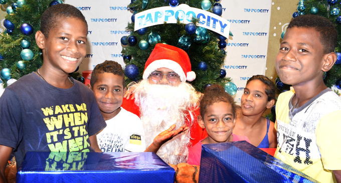 From left: Tevita Smith, Maika Koroi, Eshita Kumar, Litia Taginavatu and Zuriel Sauleca to have their photo taken with Santa Claus at TappooCity Suva on December 15, 2017. Photo: Ronald Kumar
