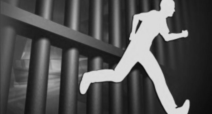 BREAKING News :  Serving Prisoner Escapes In Car From Suva Court