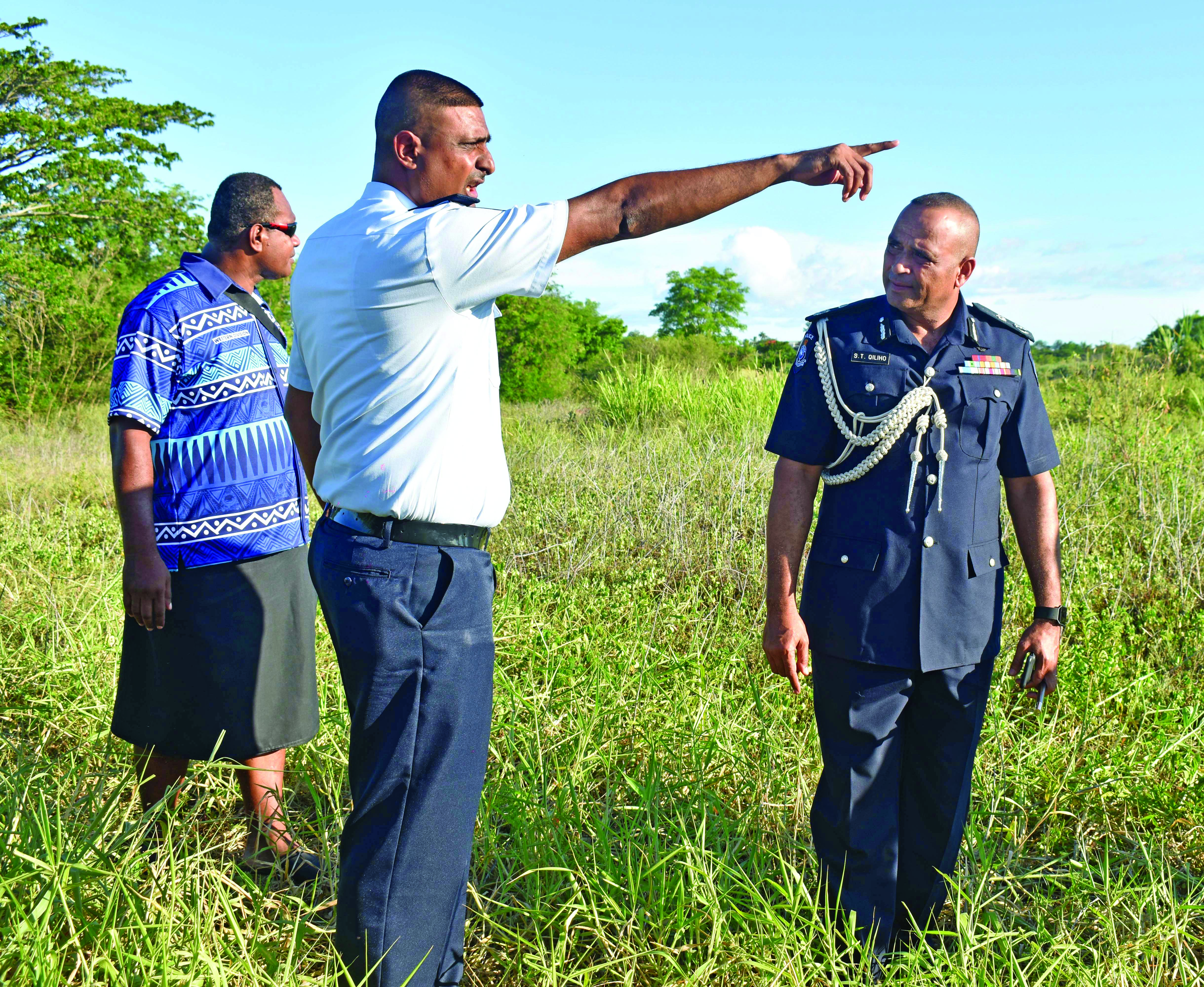 Commissioner of Police, Brigadier General Sitiveni Qiliho with his officers at the scene where Kishore Dutt was apprehended by police in Saweni , Lautoka . Photo : Arieta Vakasukawaqa