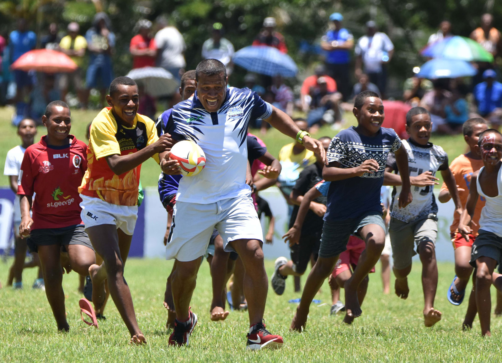 Waisale Serevi is chased by fans. Photo: WAISEA NASOKIA