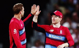 England Win, New Zealand In Final