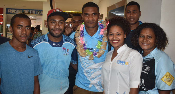 Fiji Airways 7s reps Vasikali Mudu with fans at the Nadi International Airport on February 5, 2018. Photo: Waisea Nasokia