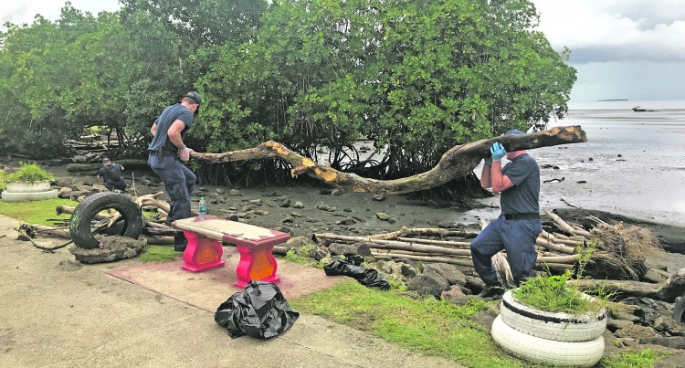 Polar Star Crew Help Clean Up Suva Foreshore