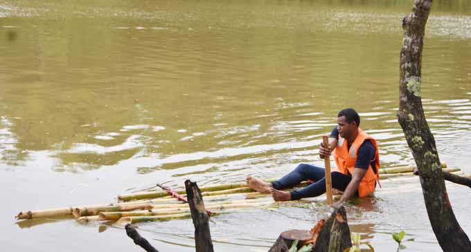 Team Police on the move in the bilibili race at Wainikoro River in Nadogo on March 24, 2018. Photo:Wati Talebula