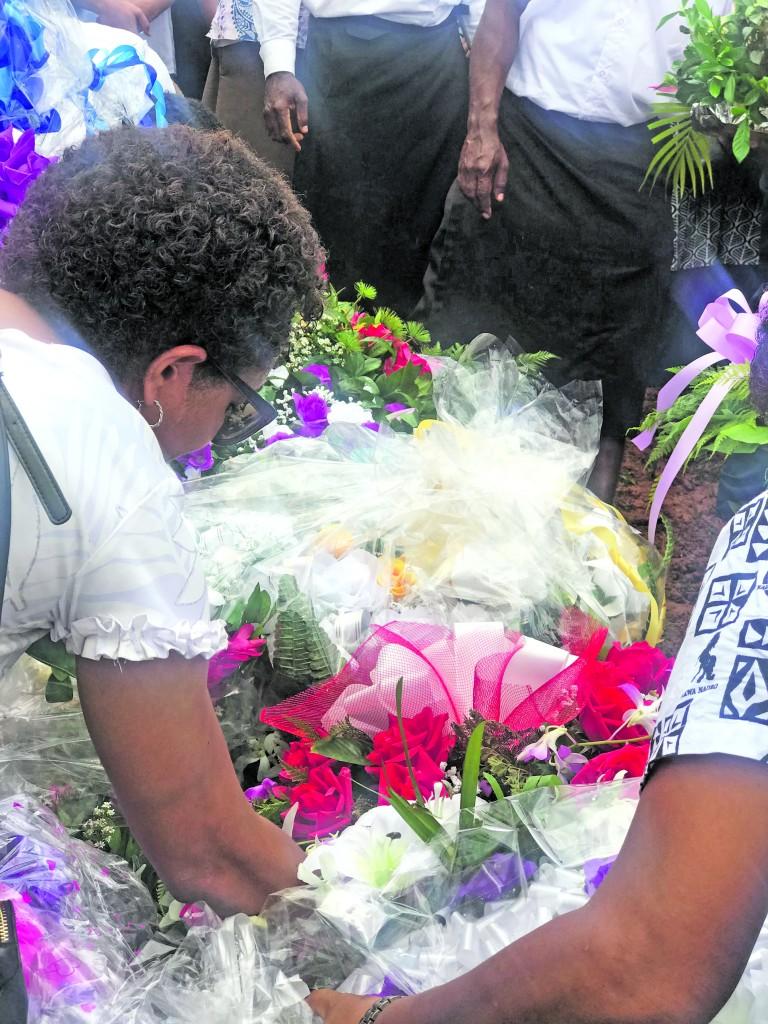 Alisi Lutu laying the wreath on her late sister Merelesita Lutu's grave on March 9, 2018. Photo: Fonua Talei