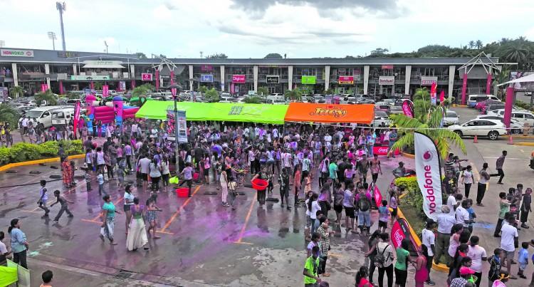 Hundreds Crowd Damodar City, Mark Holi with Dance, Laughter