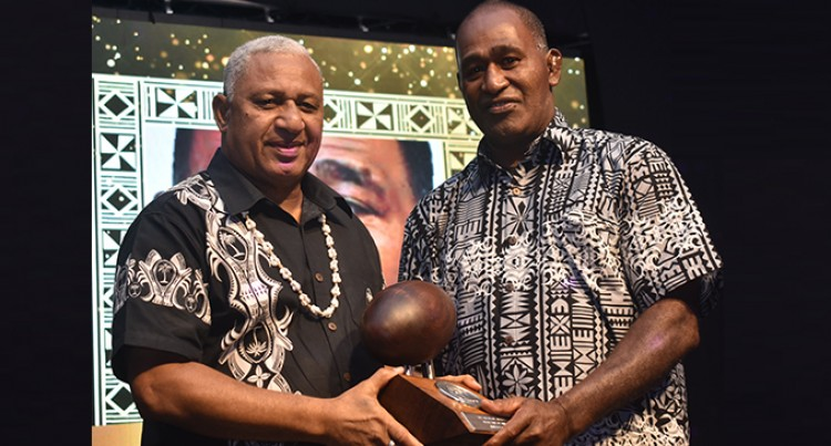 Dere gets Rugby Hall  of Fame Award