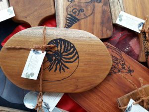 Kavara Woodart makes wooden kitchen accessories, which include cheese platters, serving platters, cutting boards, placemats, personalised plaques, coasters and table runners