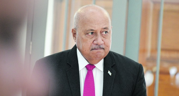 Minister Visits Senior Military Officers
