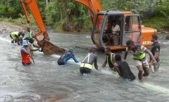 Work Crew Fix Water Woes
