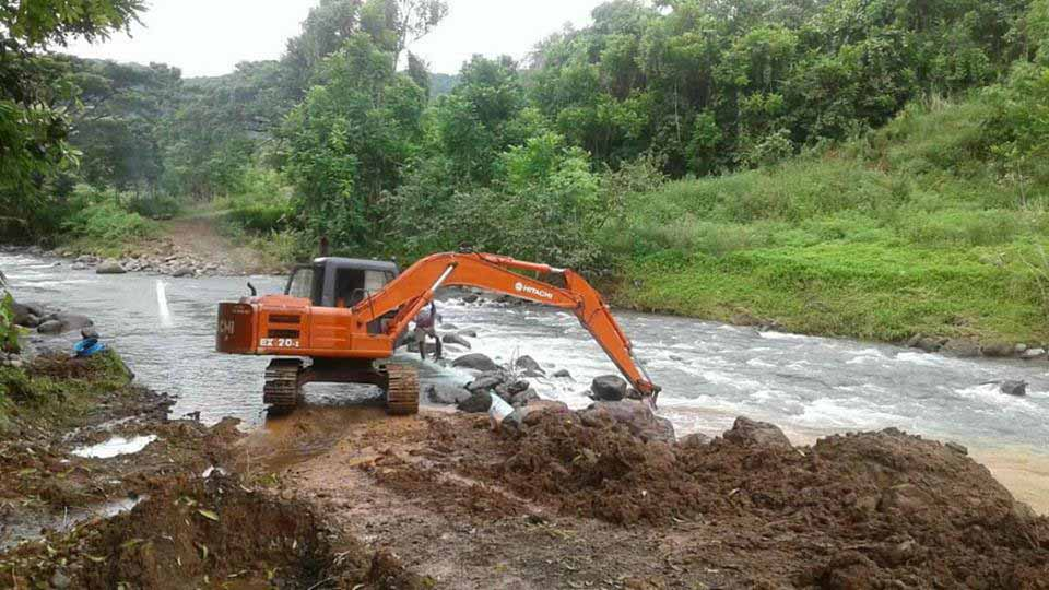 The Water Authority of Fiji fixing bulk main pipes at Dogoru River in Macuata on April 12, 2018. Photo: Water Authority of Fiji