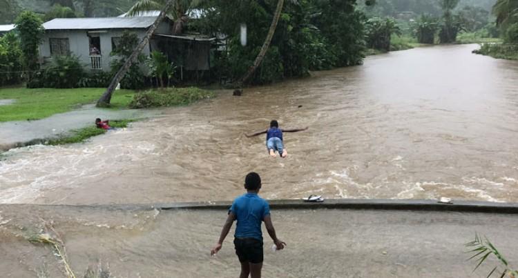 Sea Flooding Causes Kadavu Families To Evacuate. Low Pressure, High Pressure System Brings Big Waves, Heavy Rain