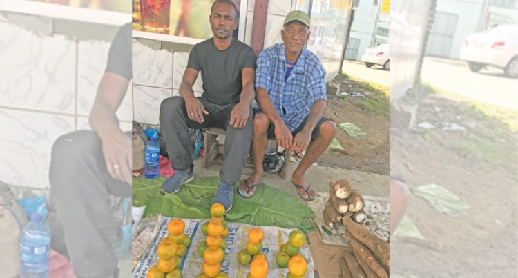 Mandarin Seller Overcomes Challenges