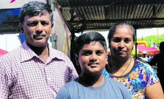 Parents, Run Stalls To Help Daughters