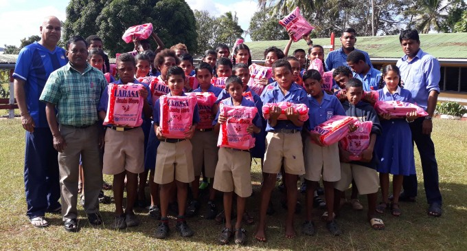 NZ Club Helps Needy Students