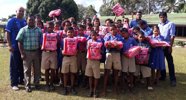 NZ Club Helps Needy Students