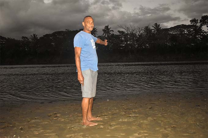 Sailosi Navuku points out to where Mosese Mamaifanoa and Laisiasa Lomaitai  bodies were found on June 17, 2018, in the Sigatoka River.  Photo: Arieta Vakasukawaqa