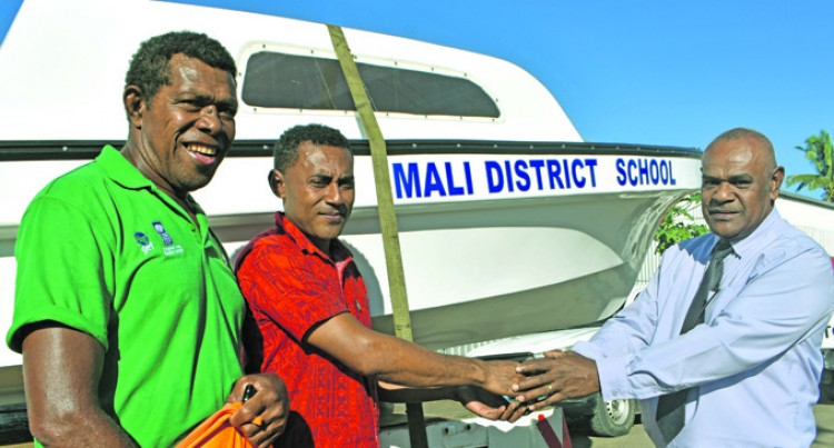 Ministry Equips Island School With Boat,Engine