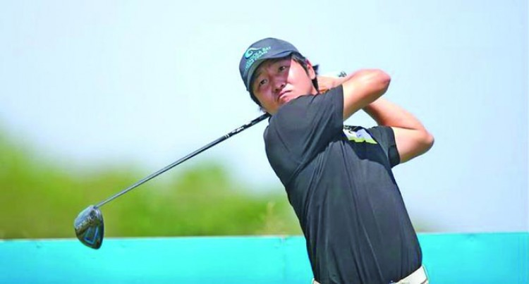 Golfer Lee Eyes Top Spot