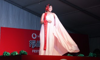 Jessica Grabs Best Sarong Prize