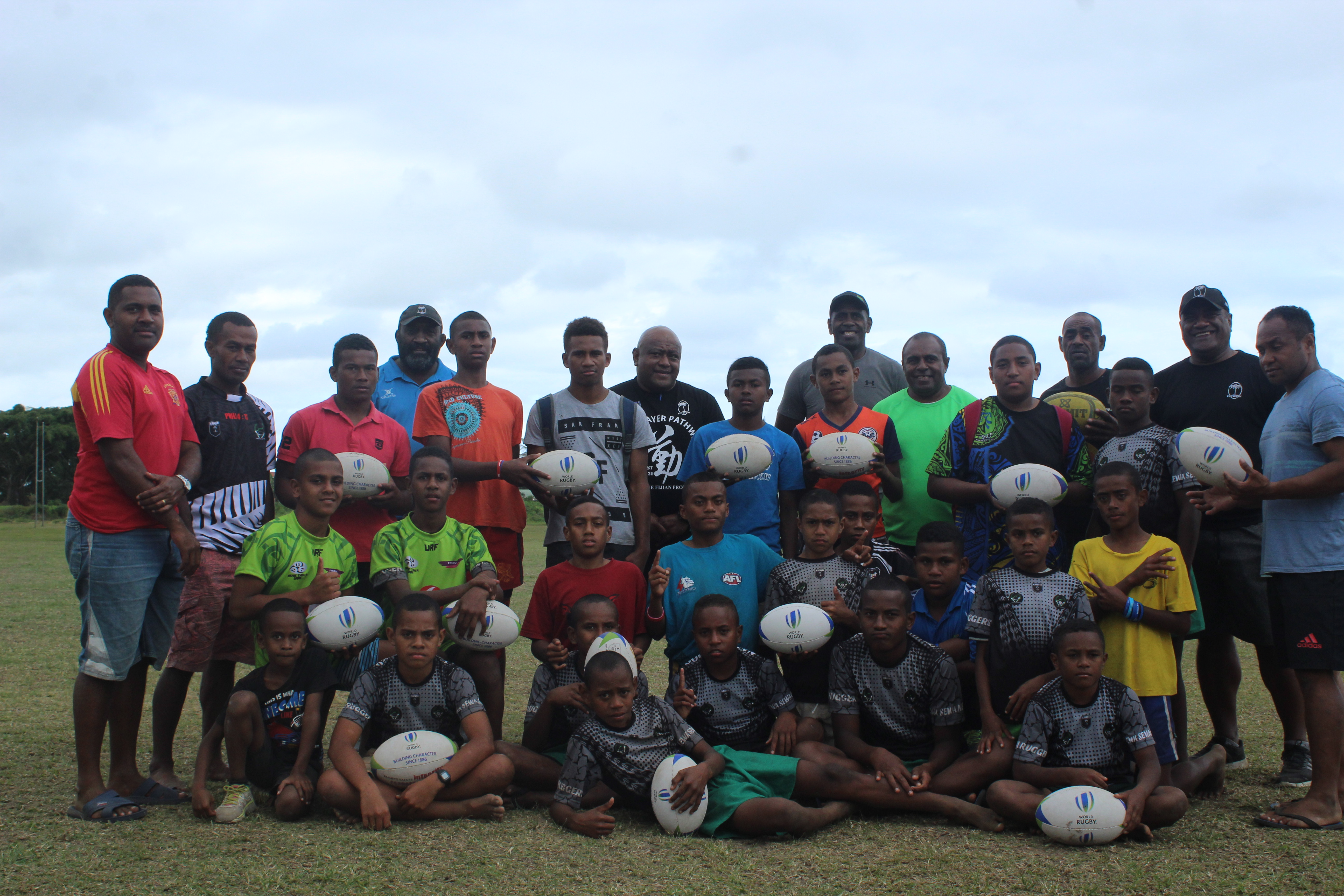 Kadavu kaji rugby players with former Fiji Airways Flying Fijians reps at St Marcellin Primary School ground in Suva on August 16, 2018 Photo: Karalaini Tavi