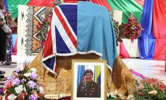 Hundreds Farewell Major Tadu